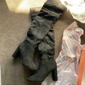 Over the knee sued boots
